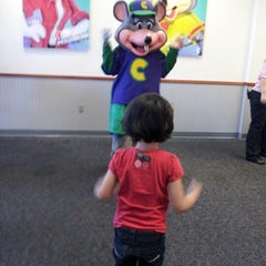 Photo taken at Chuck E. Cheese's by Denise R. on 8/29/2012