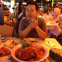 Photo taken at Marina Bay Seafood@Boat Quay by BJ Y. S. on 3/16/2012
