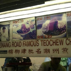 Photo taken at Penang Road Famous Teochew Chendul (Tan) by Khairil S. on 8/31/2012