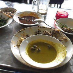 Photo taken at Restoran Ayam Kampung by Sharifah H. on 6/14/2012