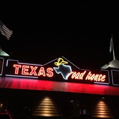 Photo taken at Texas Roadhouse by Kim on 8/25/2012