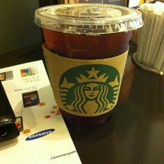 Photo taken at Starbucks (สตาร์บัคส์) by Siwat Y. on 3/3/2012
