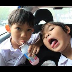 Photo taken at หงษ์ฟ้า ข้าวมันไก่ตอนไหหลำ by kabped on 7/15/2012