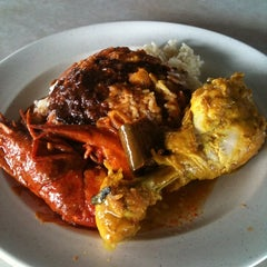 Photo taken at Restoran Haji Ramli Nasi Kandar by Paeh X. on 5/25/2012