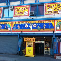 Photo taken at Coney Island USA - Museum & Freak Show by Luzinha N. on 4/29/2012