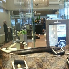 Photo prise au Audemars Piguet Boutique par Jenny L. le9/10/2012