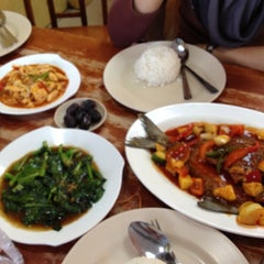 Photo taken at Alissara Thai Cuisine by Dirty lil Secret on 7/27/2012