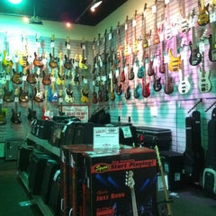 Photo taken at Sam Ash Music Stores by encomieandalo .. on 8/5/2012