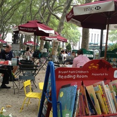 Photo taken at The Reading Room - Bryant Park by Alisson L. on 8/14/2012