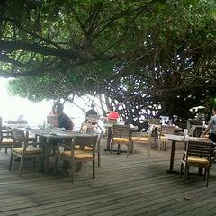 Photo taken at Ao Prao Resort (อ่าวพร้าว รีสอร์ท) by Naioil s. on 8/23/2012