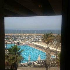 Photo taken at Gordon Swimming Pool by Khongsak H. on 5/27/2012