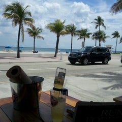 Photo taken at Bubba Gump Shrimp Co. by Annette A. on 3/25/2012