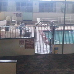 Photo taken at Quality Inn & Suites by Jarrod R. on 5/2/2012
