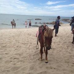 Photo taken at ชายหาดหัวหิน (Hua Hin Beach) by ShangHai on 7/13/2012