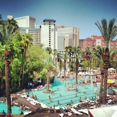 Photo taken at Flamingo GO Pool by Lawrence S. on 8/14/2012
