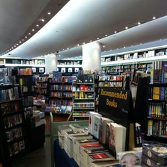 Photo taken at Books Kinokuniya (คิโนะคูนิยะ) 紀伊國屋書店 by nazca7 on 6/24/2012