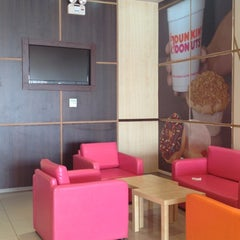 Photo taken at Dunkin' Donuts | دانكن دونتس by عماد .. on 3/21/2012