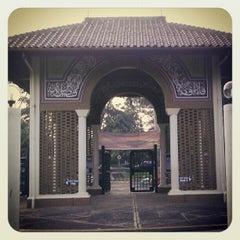 Photo taken at Masjid Ukhuwah Islamiyah (Mesjid UI) by muhammad t r. on 4/14/2012