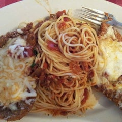 Photo taken at Italianni's by Gabriel A. on 4/6/2012