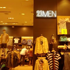 Photo taken at Forever 21 by Demis E. on 5/27/2012