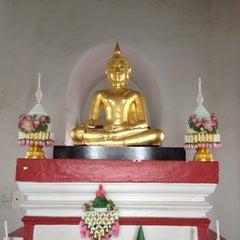 Photo taken at วัดพิชยญาติการาม (วัดพิชัยญาติ) Wat Phichaiyatikaram by 🍇 Monsawan ✨ on 7/7/2012