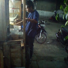 Photo taken at Baraya Travel by Aiko A. on 9/5/2012