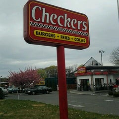 Photo taken at Checkers by Sheri J. on 4/18/2012