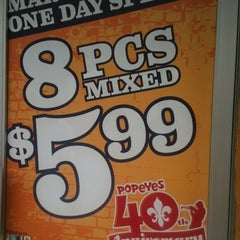 Photo taken at Popeyes by Leslie J. B. on 3/21/2012