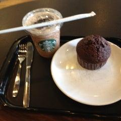 Photo taken at Starbucks (สตาร์บัคส์) by Chanatat L. on 5/15/2012