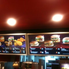 Photo taken at McDonald's (แมคโดนัลด์) by livelymay on 3/20/2012