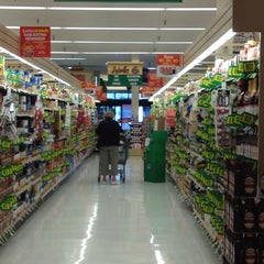 Photo taken at Giant by Helen D. on 3/12/2012