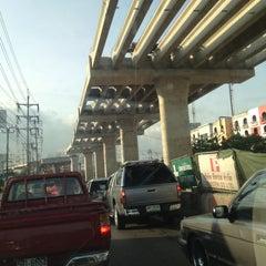 Photo taken at แยกรามคำแหง-สุวินทวงศ์ (Ramkhamhaeng-Suwinthawong Junction) by ราตรี ก. on 4/26/2012