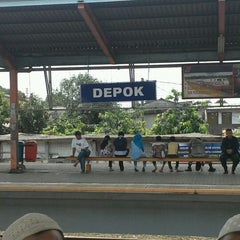 Photo taken at Stasiun Depok Lama by Tamae K. on 4/15/2012