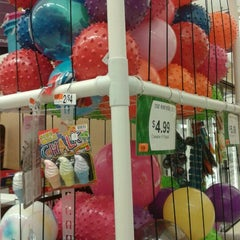 Photo taken at Giant by Nilakshe W. on 5/1/2012