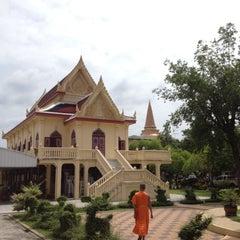 Photo taken at วัดพระปฐมเจดีย์ฯ (Wat Phra Pathom Chedi) by PeacK on 7/7/2012