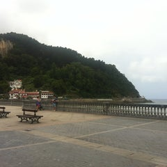 Photo taken at Playa de Zarautz by Esther T. on 8/19/2012