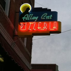 Photo taken at Alley Cat Pizzeria by Garry P. on 6/1/2012