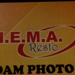 Photo taken at H.E.M.A. Dutch Resto by Haryati G. on 7/21/2012