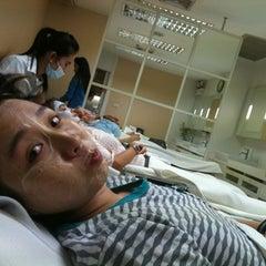 Photo taken at ราชเทวีคลินิก (Rajdhevee Clinic) by Rainnie B. on 6/18/2012