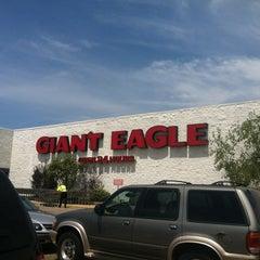 Photo taken at Giant Eagle Supermarket by Krista F. on 7/22/2012