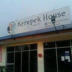 Photo taken at Fazz Kerepek House by Aliff Anwar M. on 8/26/2012