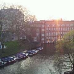 Photo taken at Hampshire Hotel - Amsterdam American by Gerson G. on 3/27/2012
