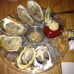 Photo taken at Hank's Oyster Bar by nicole W. on 8/17/2012