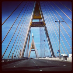Photo taken at สะพานภูมิพล ๑ (Bhumibol 1 Bridge) by maximumboy s. on 9/5/2012