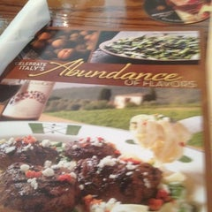Photo taken at Olive Garden by Michelle on 8/16/2012