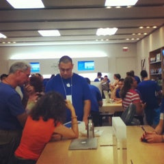 Photo taken at Apple Store, Freehold Raceway Mall by Peter B. on 7/8/2012