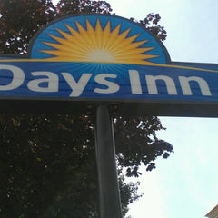 Photo taken at Days Inn Long Island Copiague by Marcus on 8/23/2012
