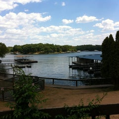 Photo taken at Lakeview Resort - Lake of the Ozarks by Tracy C. on 8/21/2012