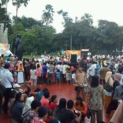 Photo taken at Tugu Proklamasi (Proclamation Monument) by Chairul A. on 4/15/2012