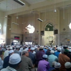 Photo taken at Masjid Telipot (مسجد تليڤوت) by Ahmad Fadzli F. on 3/23/2012